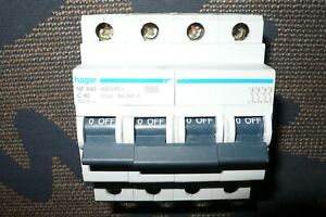 DISJONCTEUR TETRAPOLAIRE 40A COURBE C HAGER NF440 TRIPHASE +N 40 AMPERES  PC10KA