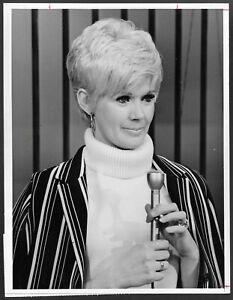 Rowan-and-Martin-039-s-Laugh-In-Connie-Stevens-1968-Original-NBC-TV-Promo-Photo