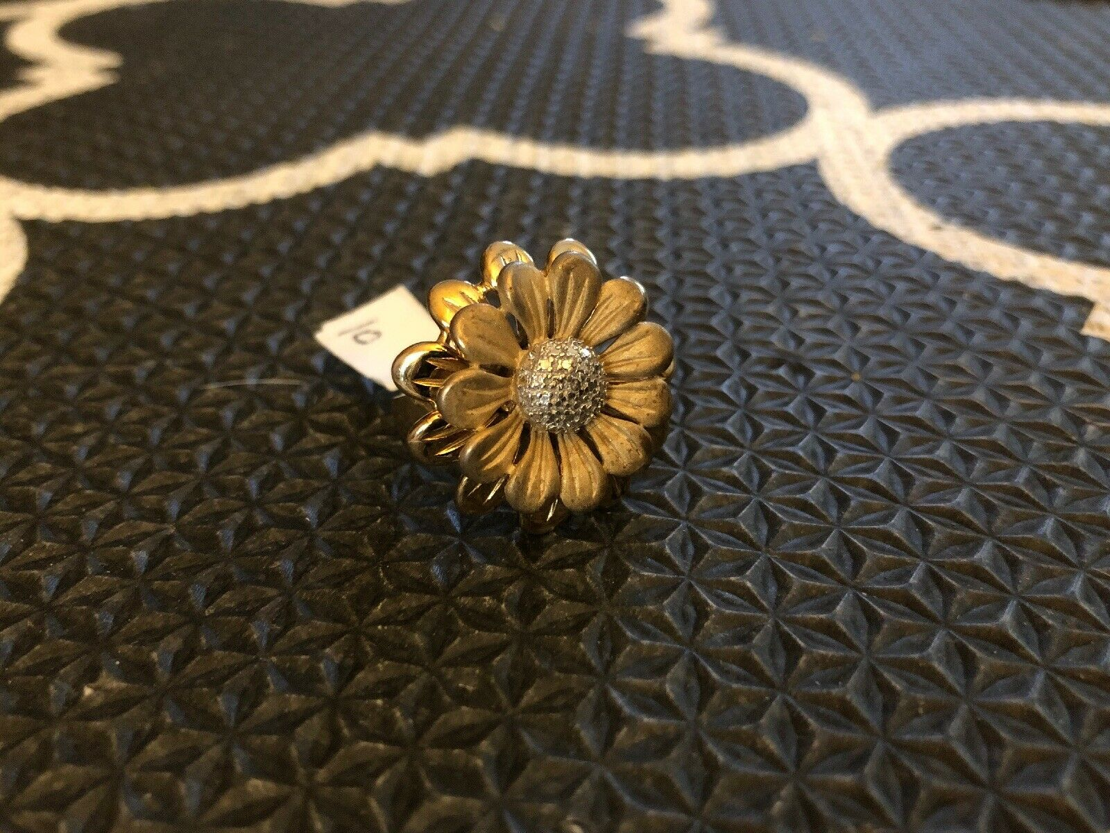 Beautiful Sterling gold Plated And Diamond Flower Ring. Size 6 10g Free Shipping