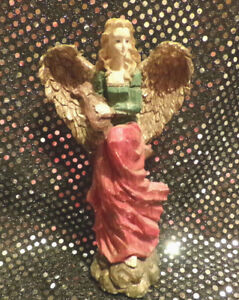 MESMERIZING-DETAILED-HOLIDAY-CHRISTMAS-ANGEL-FIGURINE-LUXURIOUS-GOLDEN-WINGS