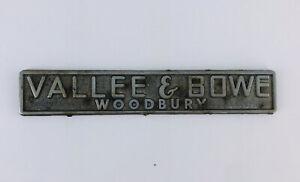 CADILLAC-Dealer-promotional-NAMETAG-BADGE-EMBLEM-VALLEE-amp-BOWE-WOODBURY-N-J