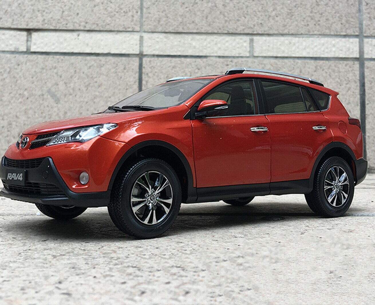 1 18 Scale Toyota RAV4 SUV 2015 arancia Diecast Car Model Toy Collection Gift