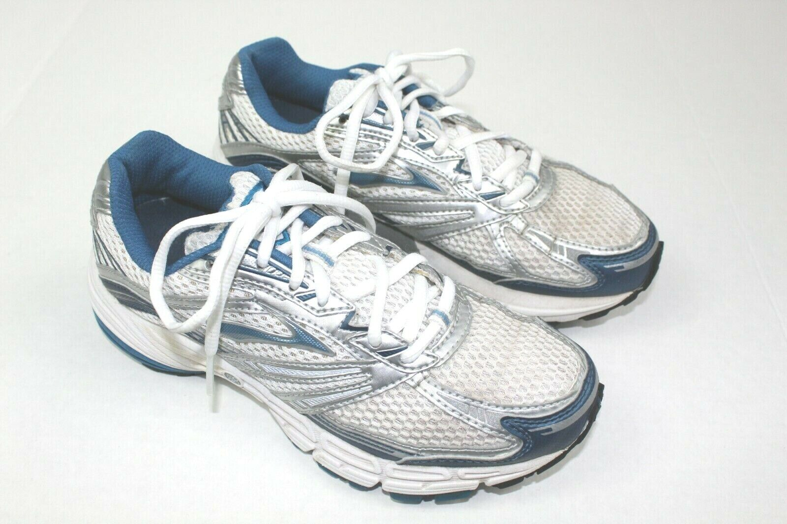 BROOKS brand womens athletic sneakers size 6.5 white and bluee Adrenaline   WK2