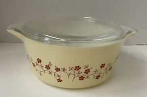 Vintage Pyrex Casserole Dish With Lid. Trailing Flowers Pattern. 2.5 Quart.