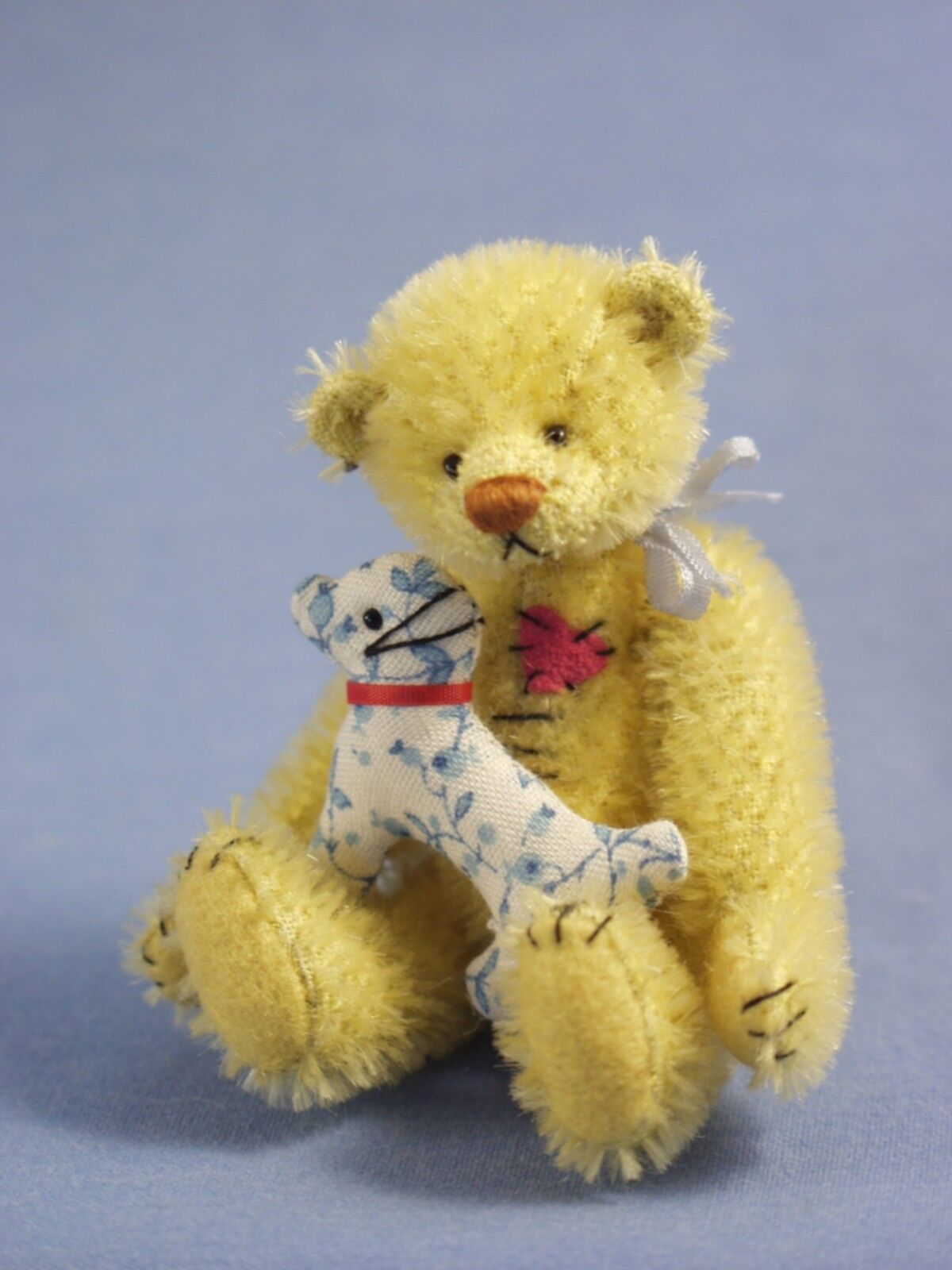 DEB CANHAM  LEMON  SOFT giallo MOHAIR BEAR-3 3 4  MINIATURE WITH CALICO DOG