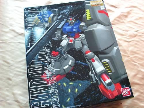 Bandai 1  100 MG 013 RX -78 GP02A Gundam Physalis