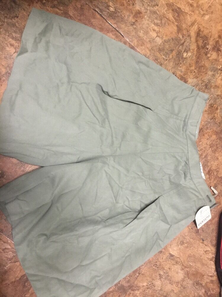 New With Tags Women's MADELEINE green shorts nwt size 12