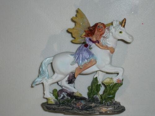1 figurine monde des fées et licornes n°12 en résine.