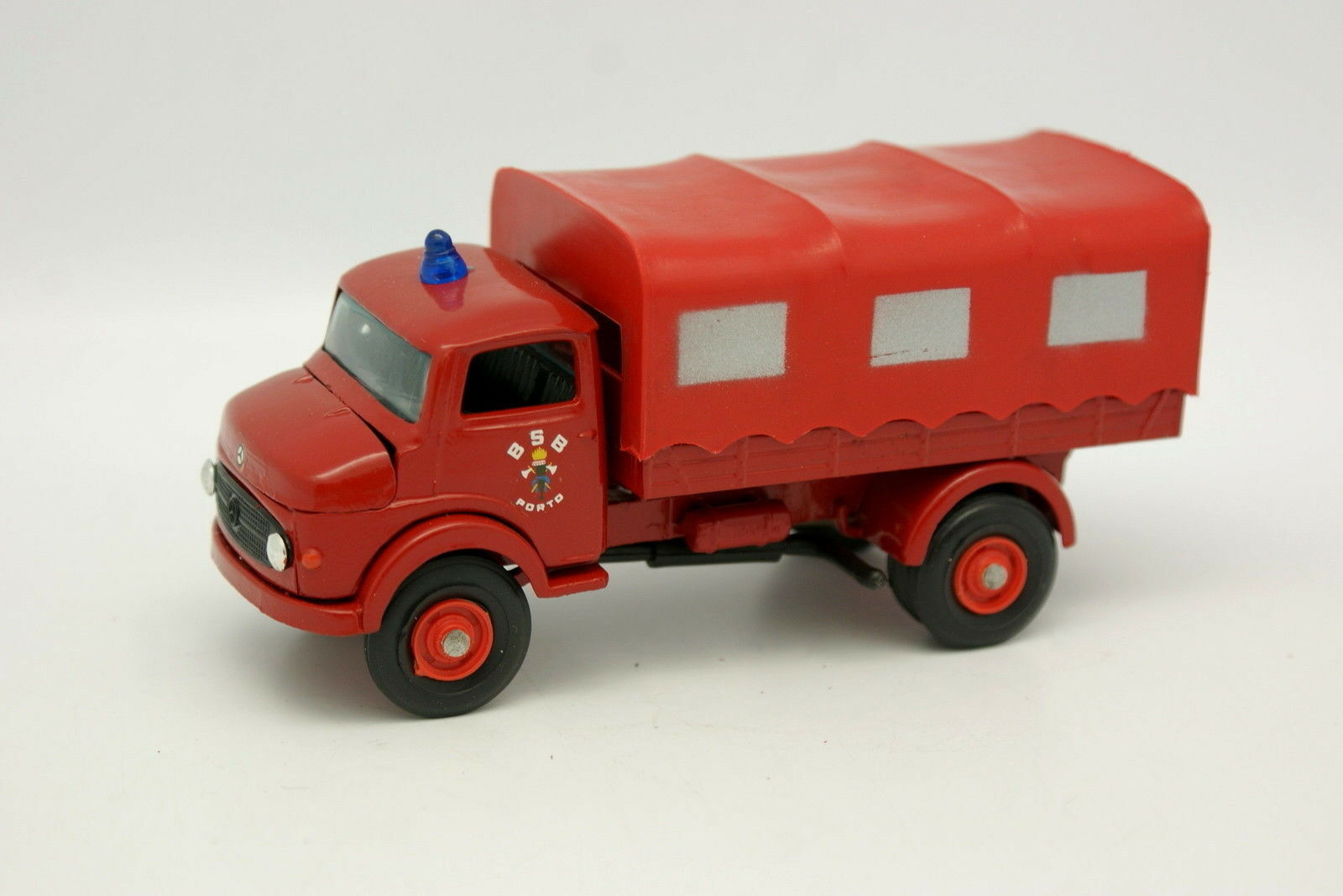 Metosul 1 43 - Mercedes Unimog Pompieri Porto