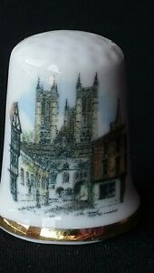 LINCOLN-CATHEDRAL-MINSTER-1072-ST-MARY-039-S-EAST-MIDLANDS-CHINA-SOUVENIR-THIMBLE
