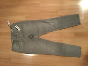 8a6677aae10 NWT  old navy Mid-Rise Rockstar Distressed Super Skinny Ankle Jeans ...