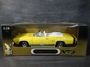 Road-Signature-1970-Dodge-Coronet-R-T-Convertible-1-18-Diecast-White-Int-Car