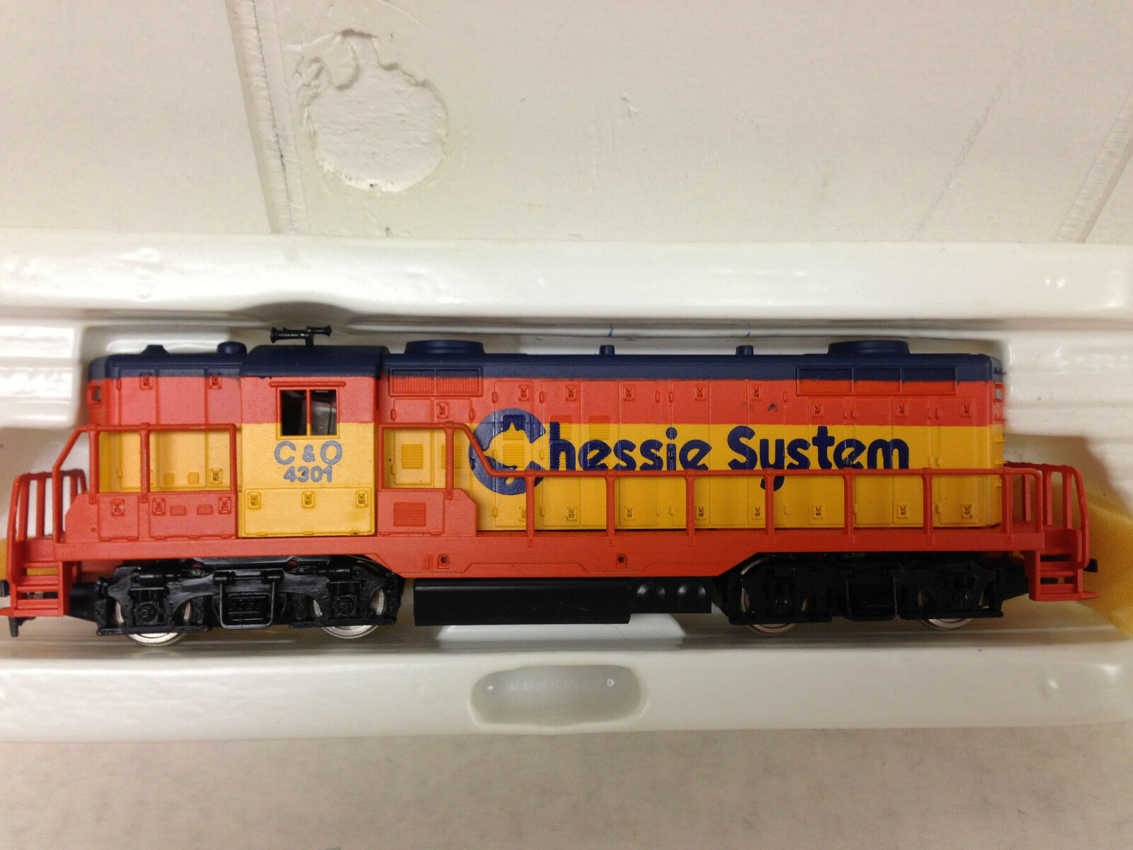 AHM HO Train EMD GP-18 Chessie System Engine Diesel Loco  4301 Never Run 5012