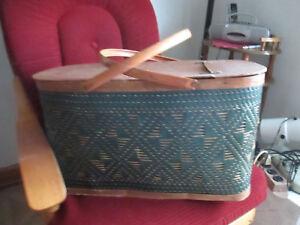 Vintage-Woven-Wicker-Large-Picnic-Basket-W-Shelf-Green-Burlington-Hawkeye