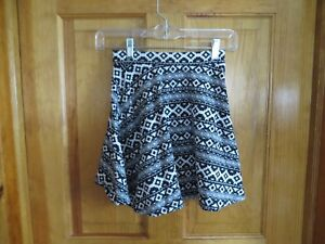 42c46a783 NWOT H&M Juniors Divided Black & White Geometric Pattern Short Skirt ...