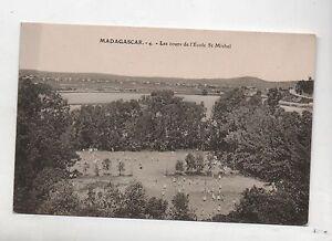 Carte-postale-MADAGASCAR-Les-cours-de-l-039-ecole-Saint-Michel