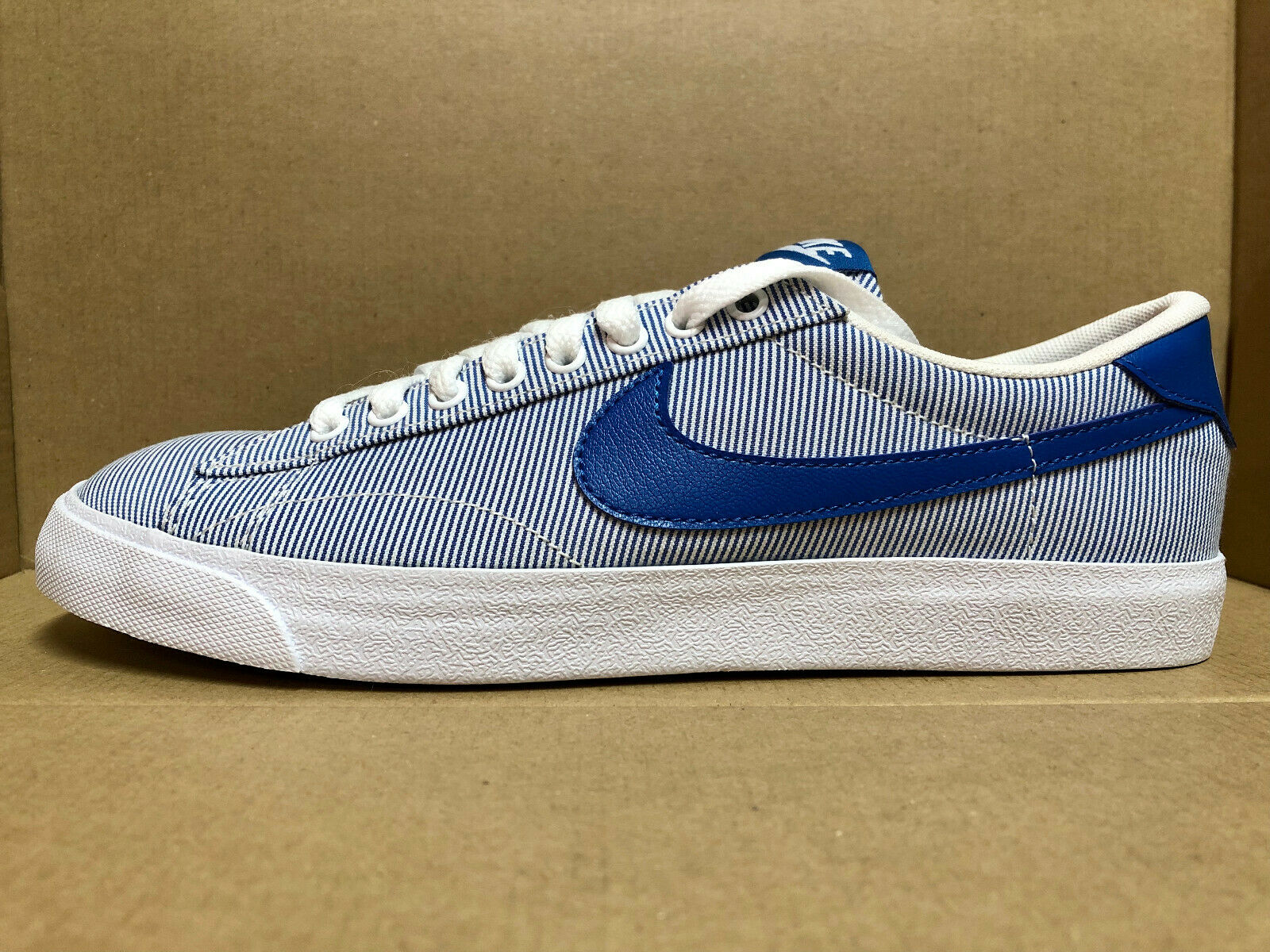 NIKE MEN'S TENNIS CLASSIC AC SHOES SIZE 7.5 white bluee 377812 148