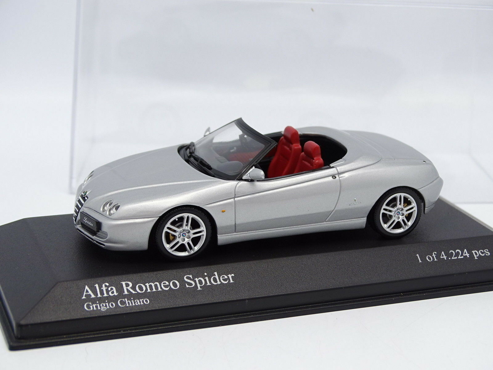 Minichamps 1 1 1 43 - Alfa Romeo Spider gris de18ec