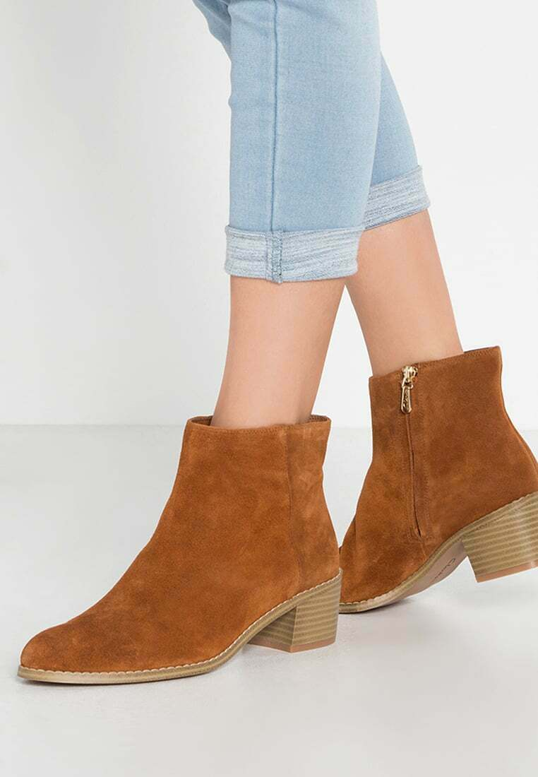 Clarks Tan Suede Ladies ankle boots size 4 37 D New