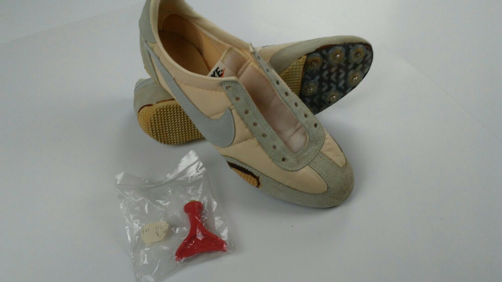 nike mens vintage track ceats size 9 Great discount
