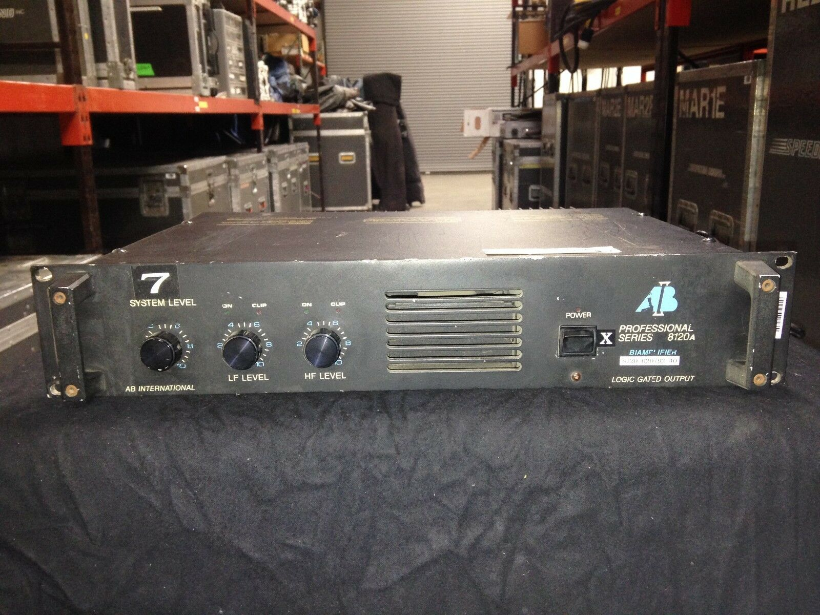 AB International Professional 8120A Monorual Bi-Amp Power Verstärker