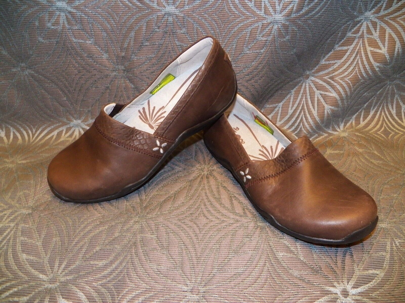 New Womens Ahnu Jackie Reptile Coffie Bean Brown Leather Espadrille Loafer shoes