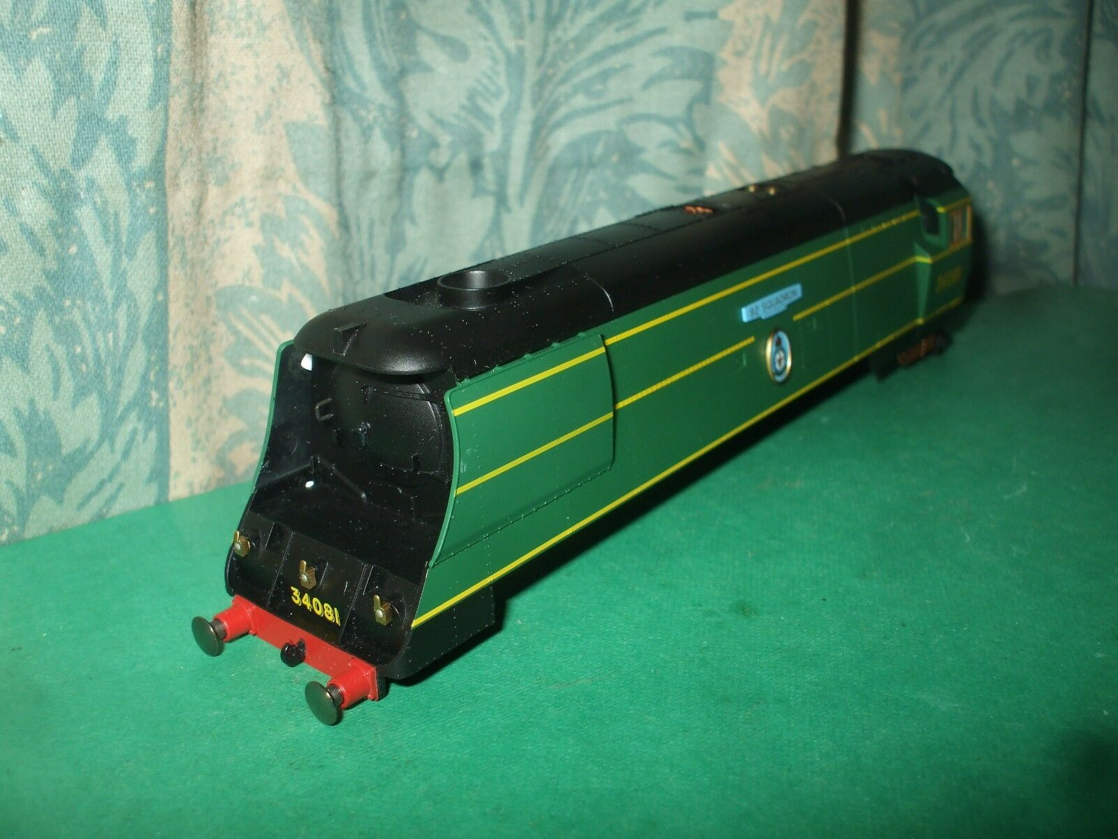 HORNBY EX SR UNREBUILT BATTLE OF BRITAIN CLASS LOCO BODY ONLY-92 SQUADRON - No.2