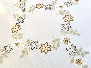 VINTAGE-HAND-EMBROIDERED-WHITE-LINEN-TABLE-CLOTH-31X34-INCHES