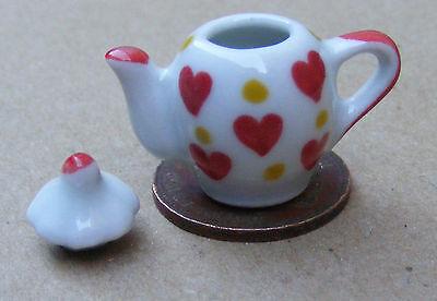 1:12 Scala Bianco Teiera In Ceramica Con Un Motivo Cuore Tumdee Casa Delle Bambole Cucina-mostra Il Titolo Originale