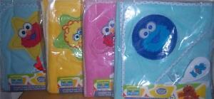 NEW-SESAME-STREET-HOODED-TOWEL-WITH-BRUSH-amp-COMB-Elmo-Cookie-Monster-Big-Bird