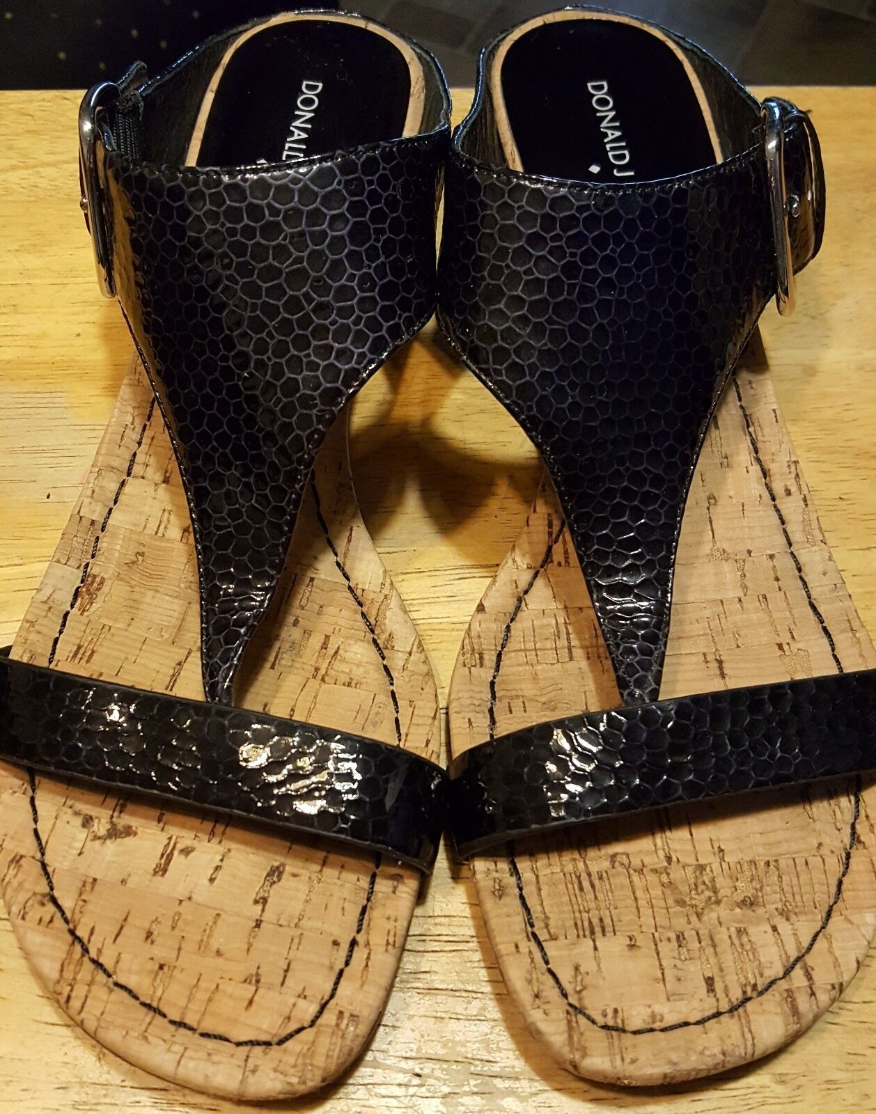 Donald J. Pliner flip flops black size 9-M leather snake skin design slip on