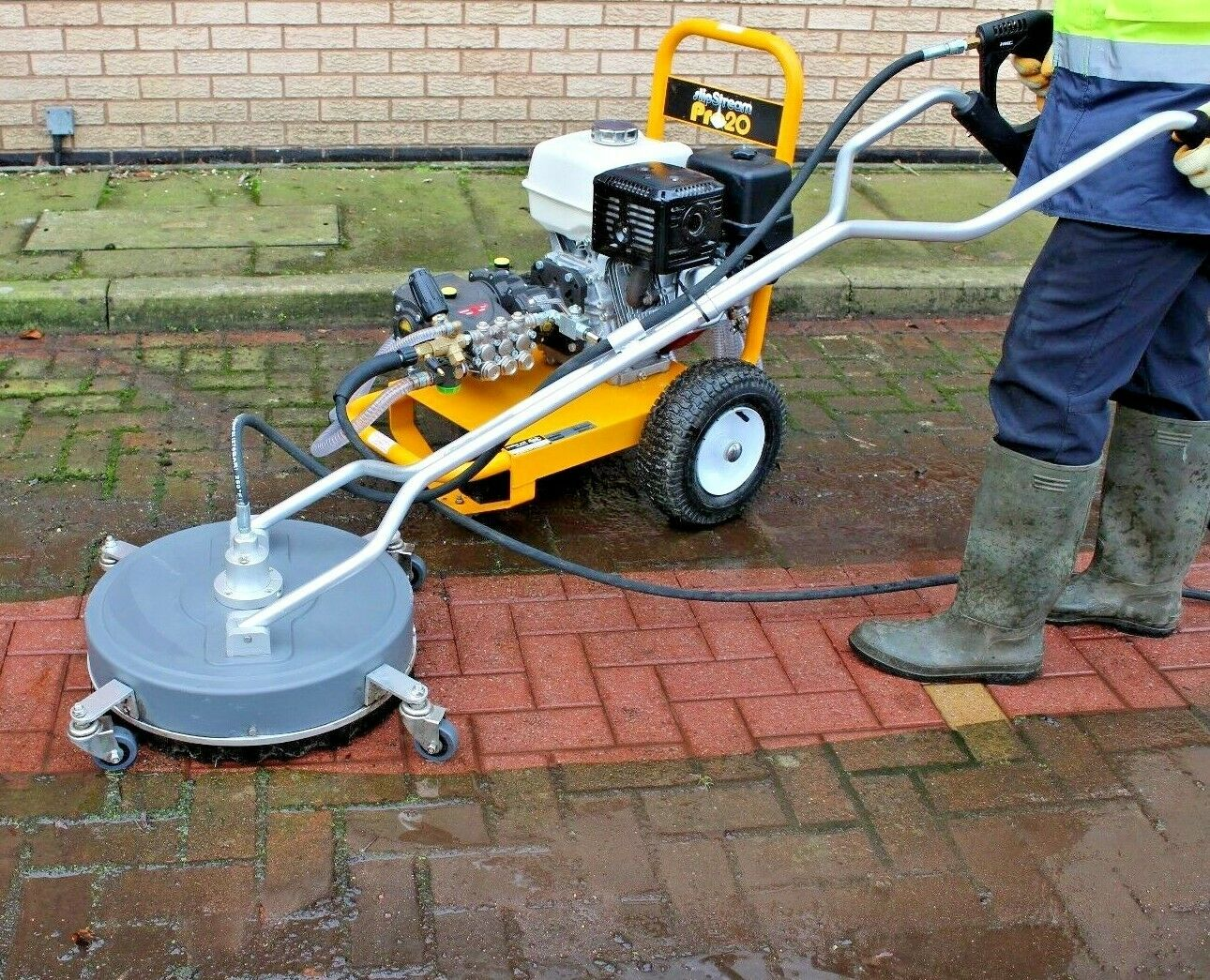 External Cleaning Training Session: Gutter Cleaning Paving & Roof Cleaning
