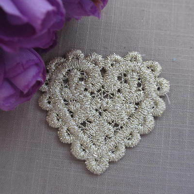 BEIGE AND METALLIC GOLD SCALLOPED FLORAL HEART LACE APPLIQUE MOTIF