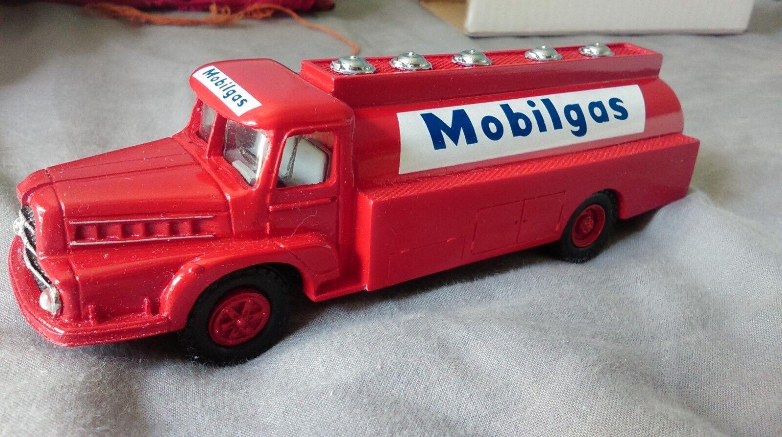 Camion unic zu 120 mobilgaz 1954