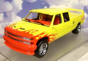 GREENLIGHT-0-1cm97-CHEVROLET-SILVERADO-SS-Personnalise-CABINE-DOUBLE-PUSSY-WAGON