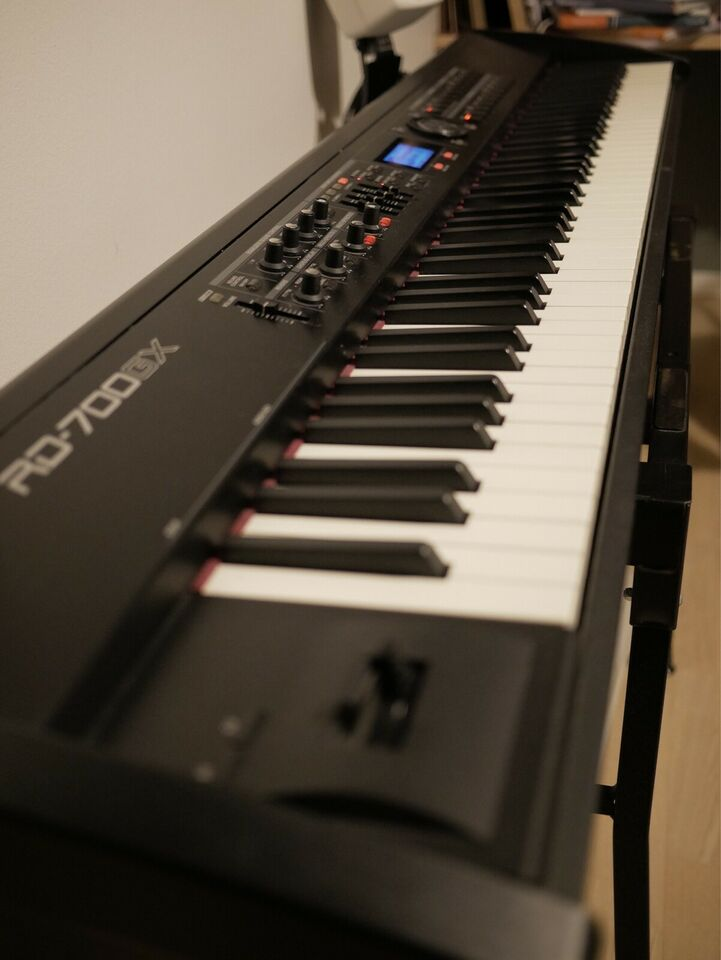 Stagepiano, Roland RD 700 GX