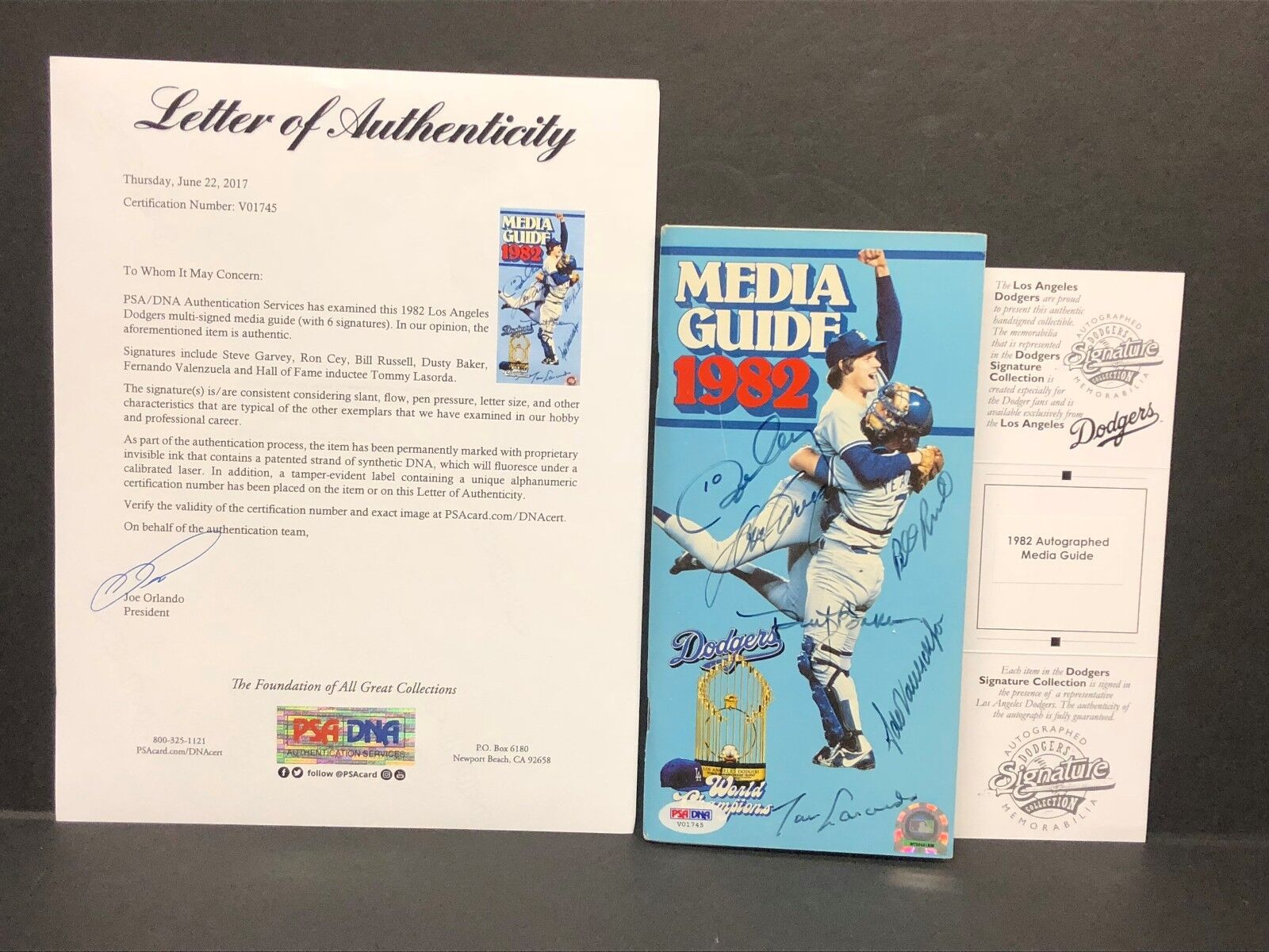 Cey Baker Lasorda Garvey Valenzuela Russell Signed 1982 Dodgers Media Guide PSA
