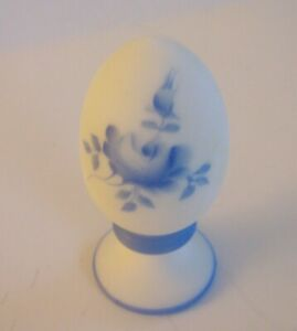Fenton-Glass-Egg-Hand-Painted-Blue-Flowers-on-Satin-White