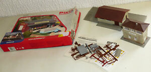 3x-Piko-Gebaeude-61833-Koffer-Fabrik-ungebaut-61824-Gueterschuppen-gebaut-H0