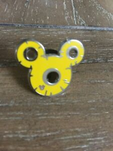 DISNEY-PIN-Mickey-Mouse-Yellow-Ears-Hidden-Mickey-Official-Pin-Trading-b14