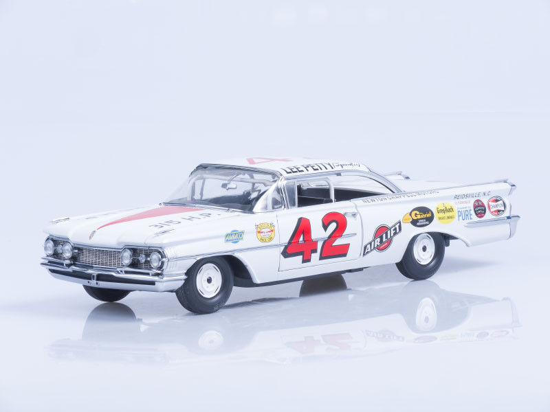 Escala modelo  Oldsmobile 88 - 42 Lee Petty - 1 Daytona 500 ganador