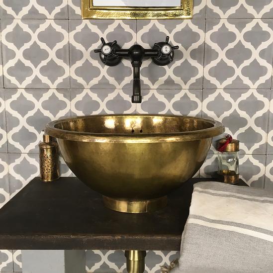 Antique Martelé Laiton bassin, vintage bateau salle de bain, lavabo fait main décoration