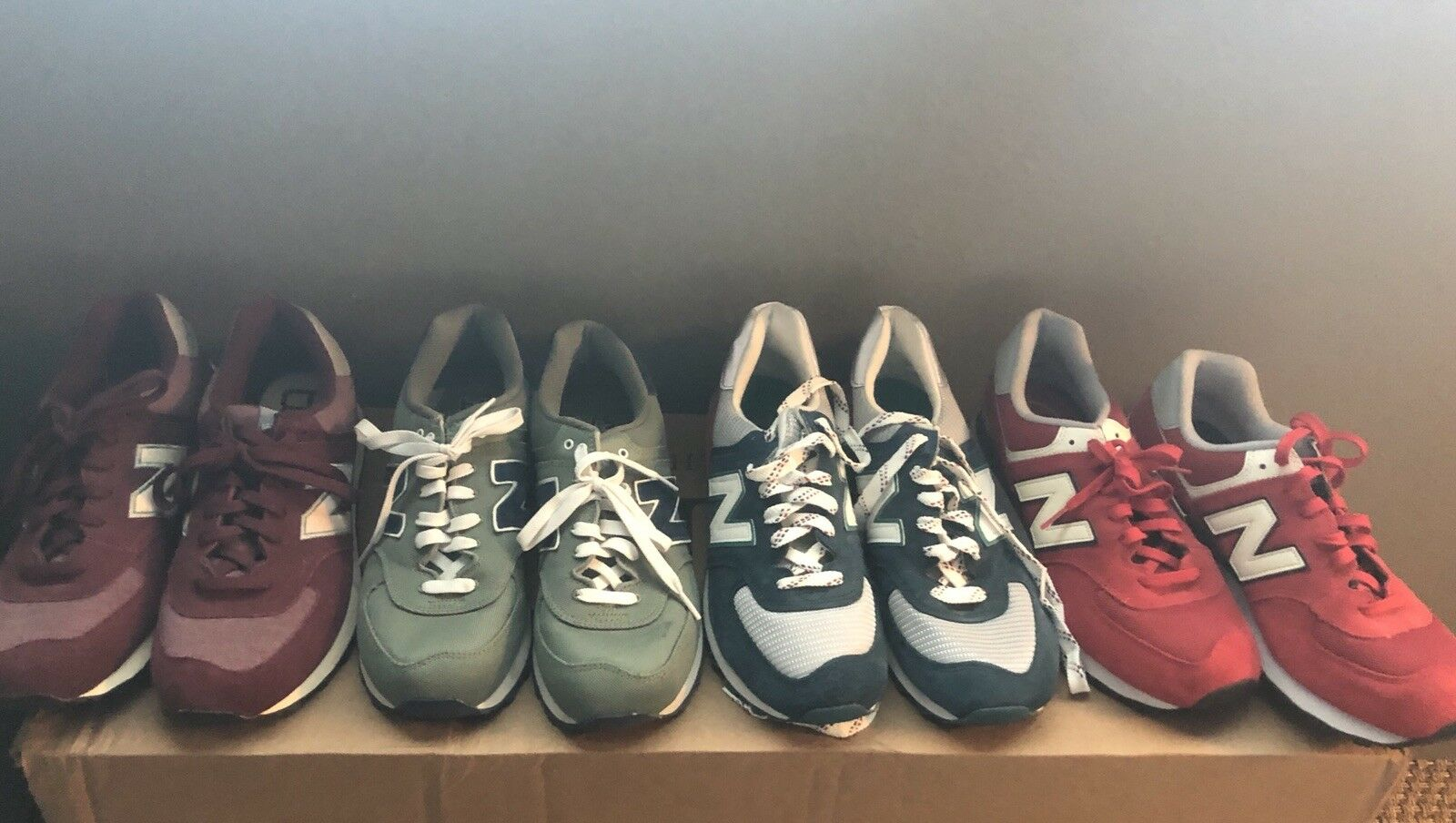 New  Mens New Balance 574PMW 574PMW 574PMW Maroon White mens sneaker.  NEW WITHOUT BOX 833132