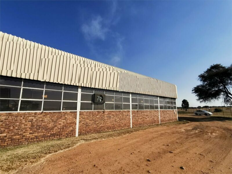 700SQM WELL MAINTAINED WAREHOUSE TO RENT ON SAPPHIRE STREET IN ROSSLYN
