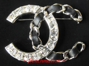 AUTHENTIC-CHANEL-Silver-CC-Logo-PIN-BROOCH-Crystal-Black-Leather-New-2018-Fall