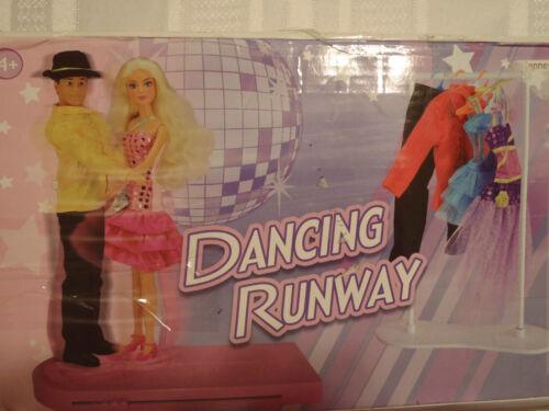 CHIC DOLLS LTD 2 Dolls Dancing Runway Fashion Playset Clothes NIB Toys