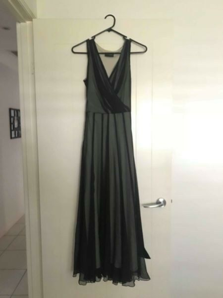 Ladies Cocktail Dress. Worn once. Fully lined. Hand Washable.