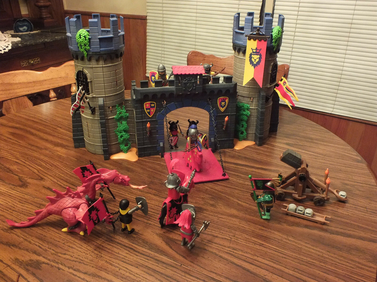 Playmobil Medieval Knights Castle w  Extra Extra Extra Dragon, Knights, Horse, Weapons 9c29d8