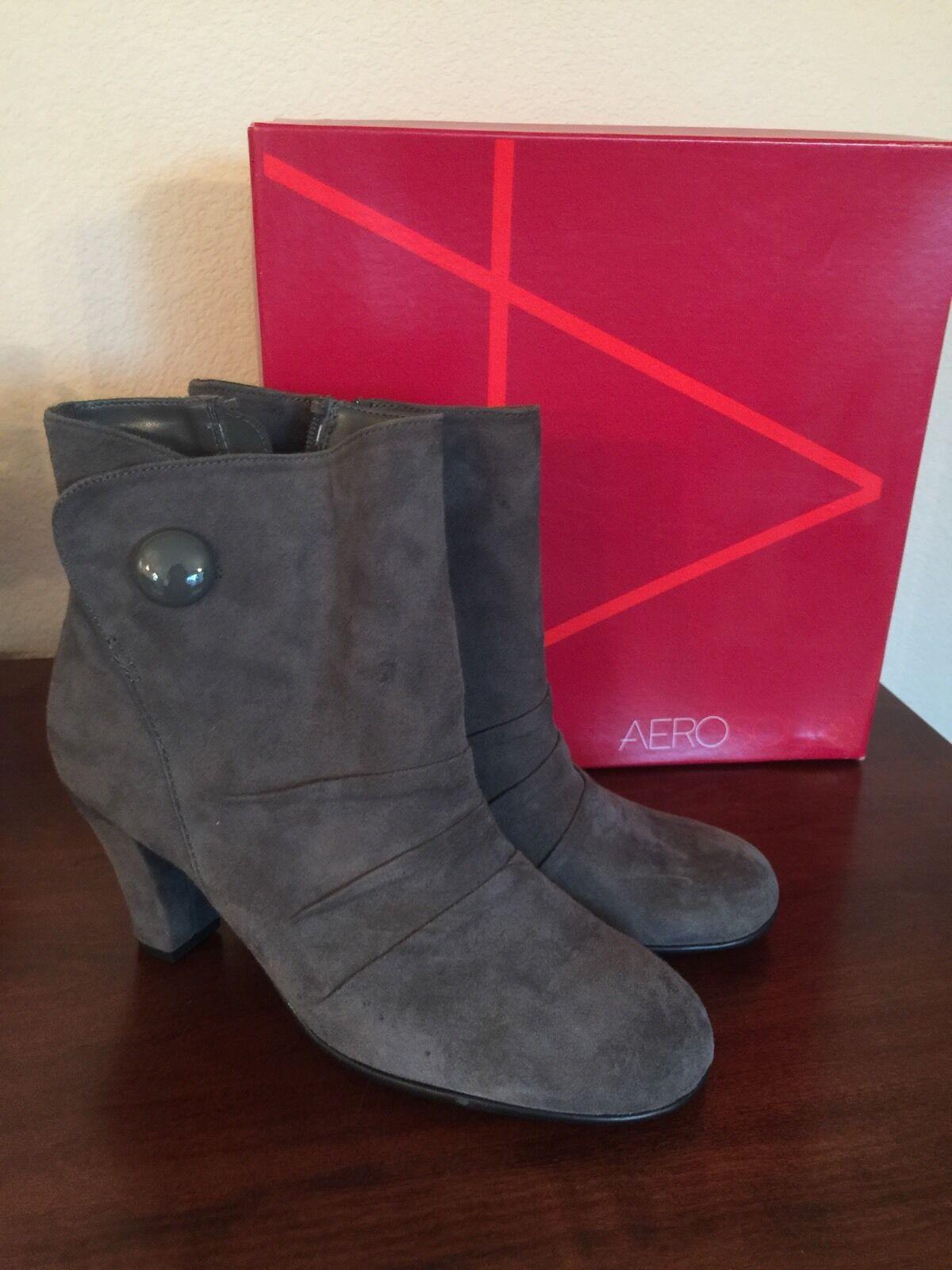 NIB Women's AEROSOLES Gray Suede Booties, Zip Up - Size 8 Medium