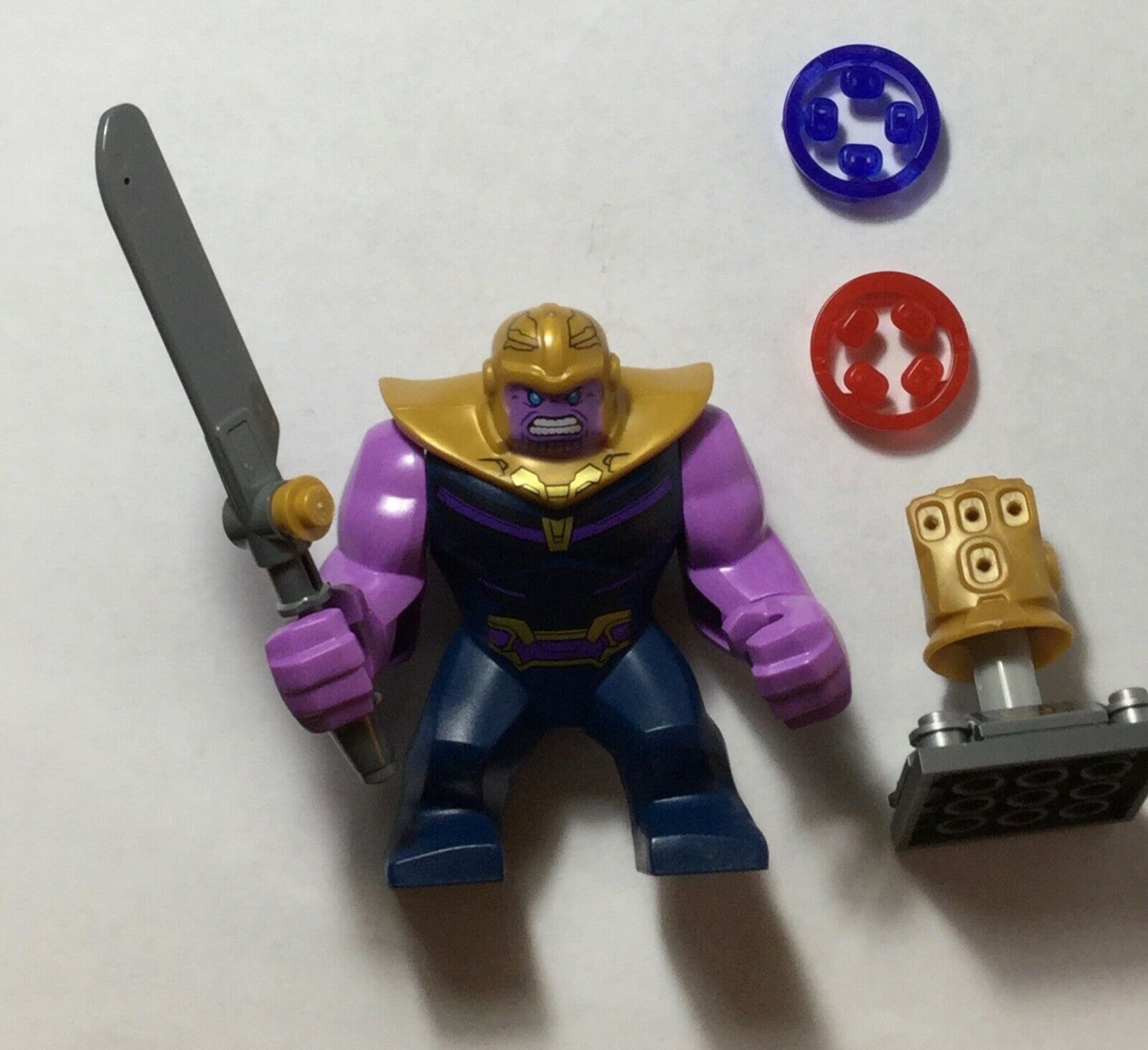 LEGO Marvel Super Heroes Thanos Minifig + Infinity Gauntlet 2 gem GENUINE  76107